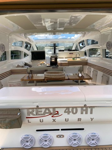 Real 40 HT Luxury Modelo 2021 - Real Powerboats - Gasolina / Diesel  - Foto 3