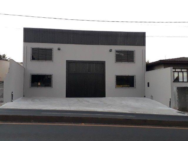 Alugo Particular Excelente Barracão com aprox 500 m² - Foto 2