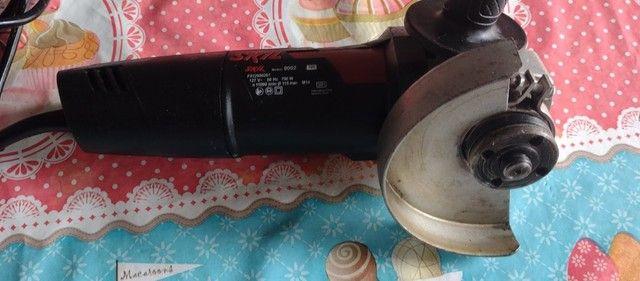 """Esmerilhadeira Angular de 4 1/2"""" Skil 9002 700W com Capa Protetora e Punho Auxiliar - Foto 4"""