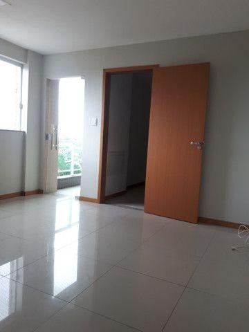 Alugo apartamento com 3 quartos- ED. coliseum/ - Foto 3