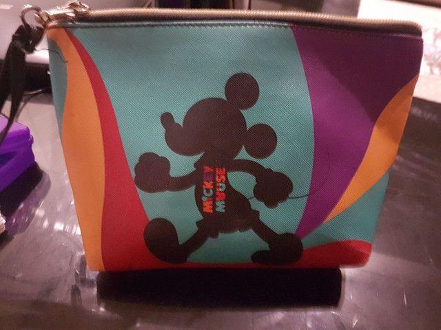 Necessaire Mickey Piscando 15x4x17cm 90 Anos - Disney - Foto 2