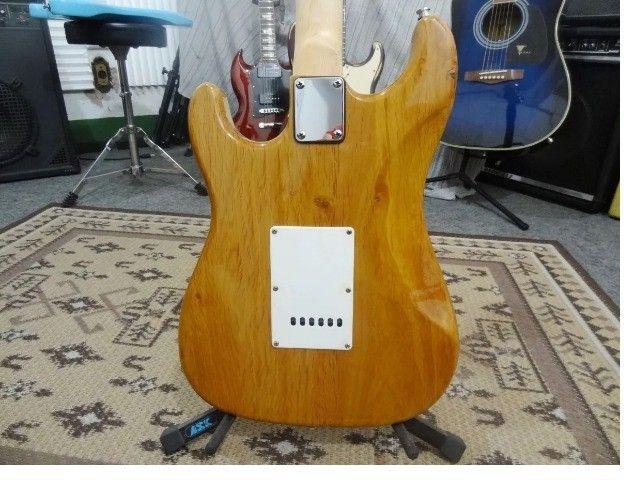 Guitarra Strato Vintage Captadores Alnico V - Foto 5