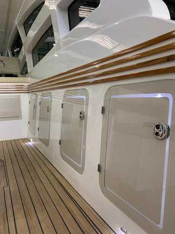 Real 40 HT Luxury Modelo 2021 - Real Powerboats - Gasolina / Diesel  - Foto 5