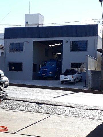 Alugo Particular Excelente Barracão com aprox 500 m²