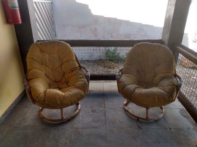 2 Poltronas giratórias de Rattan com almofadas em boa condição - Foto 2