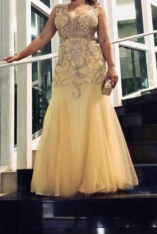 Vestido dourado bordado