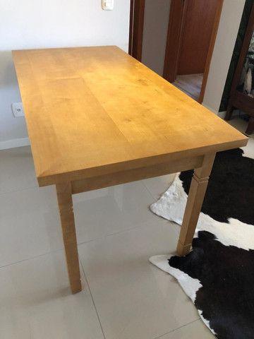 Mesa de madeira clara - Foto 3