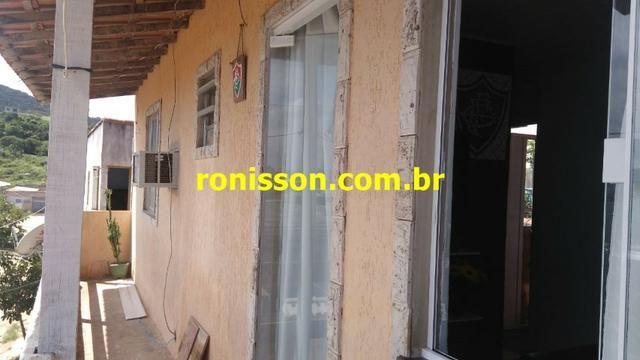 Casa bem localizada na Região dos lagos, 3 quartos e garagem - Foto 11