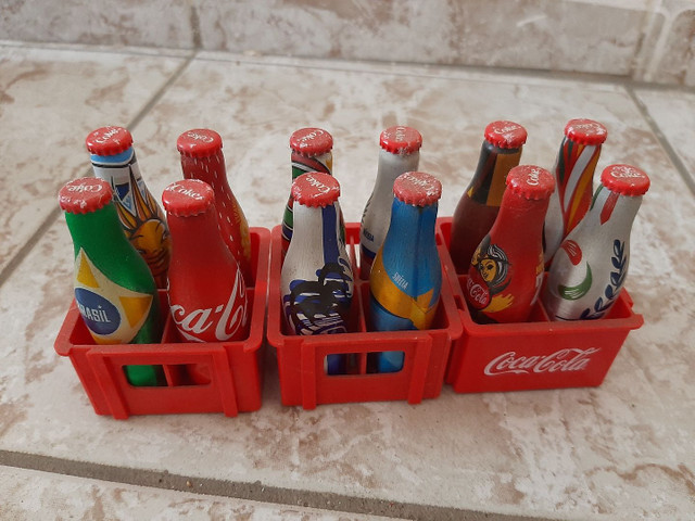 Garrafinhas colecionaveis da copa ..coca cola