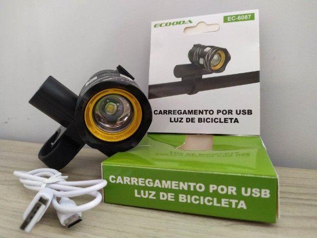 Lanterna De Bike - Recarregável - Foco ajustável - pisca - Foto 4