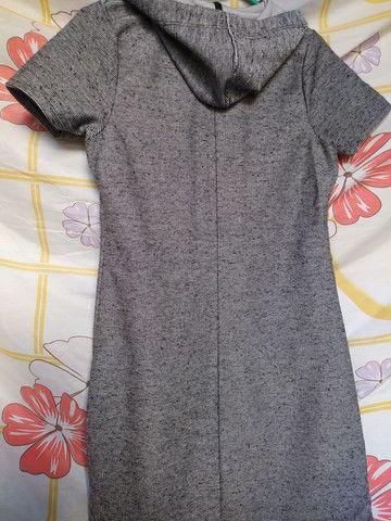 Vestido cinza com capuz  - Foto 4