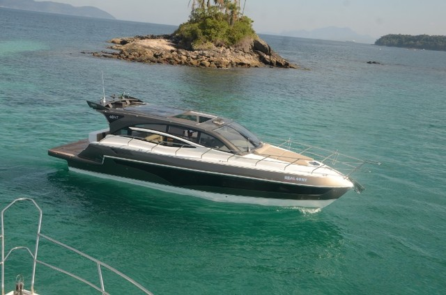 Real 40 HT Luxury Modelo 2021 - Real Powerboats - Gasolina / Diesel