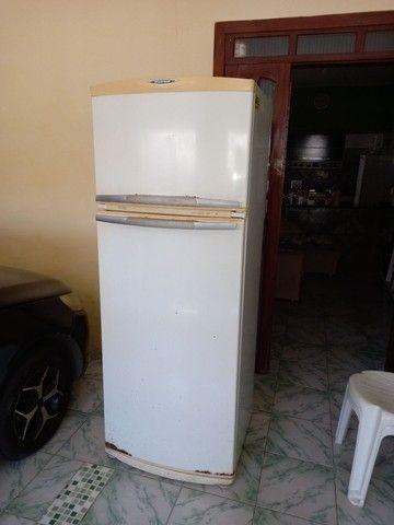 Geladeira Electrolux  Duplex gelo seco em ótimo estado  400 reais