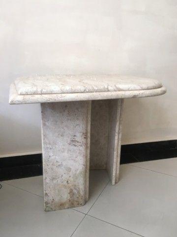 Linda mesa de canto em mármore - Foto 3