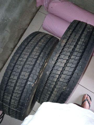 2 Pneus Dunlop recapado zero 215/75/17.5 - Foto 3