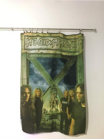 Banner de tecido do Iron Maden vem com a haste devimos e pregadores
