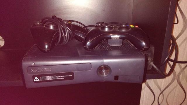 Xbox 360 4GB + 4 Jogos Originais - Foto 2
