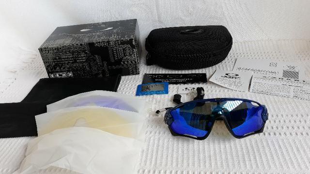 d7665dcb7 Óculos Oakley Jawbreaker Armação Preta/Azul Prizm Com 4 Lentes Reserva -  Ciclismo - Foto