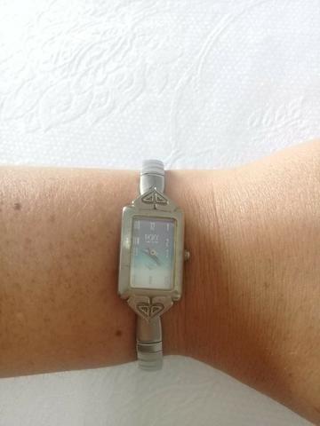 600a2abc8d6 Relógio Feminino Roxy Prateado - Bijouterias