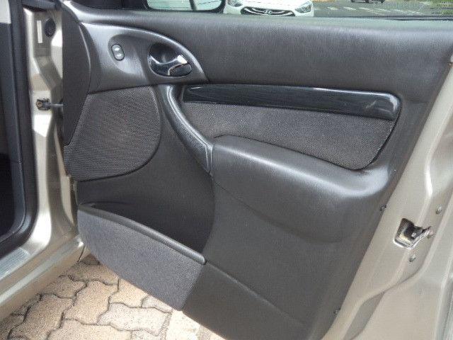 Focus Sedan Ghia 2005 - Foto 17