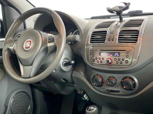 Grand Siena 1.6 Essence Cambio AT Completo c GNV 2014 - Foto 9