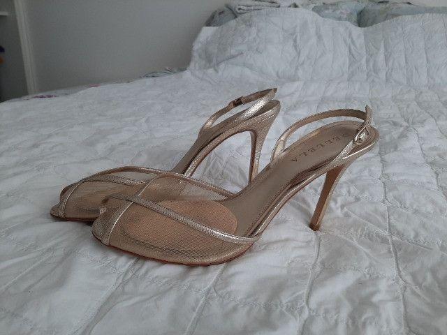 Sandália dourada Luxo - Foto 2