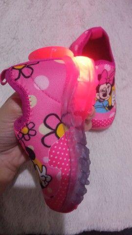 Tênis baby infantil de led Mickey e Minnie  - Foto 4