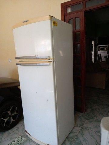 Geladeira Electrolux  Duplex gelo seco em ótimo estado  400 reais  - Foto 6