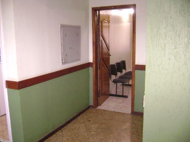 Q.06 Ed. Lions Sala reformada c/ elevador e banheiro, alugada