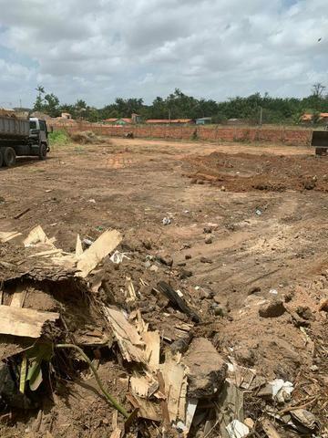 Vendo um terreno mede 900 m2 atrás da Amorim Coutinho barramar - Foto 2