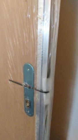 Porta de madeira com portal de alumínio - Foto 6