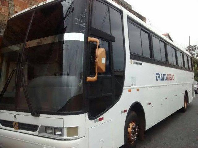 Ônibus rodoviário com banheiro