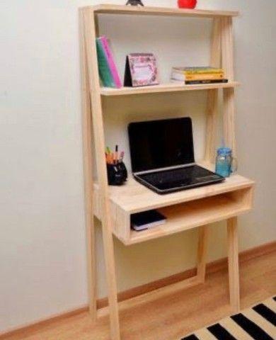 Escrivaninha feita em madeira pinus