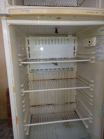 Geladeira Electrolux  Duplex gelo seco em ótimo estado  400 reais  - Foto 5