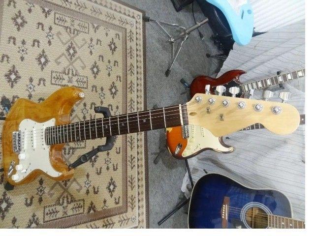 Guitarra Strato Vintage Captadores Alnico V - Foto 3