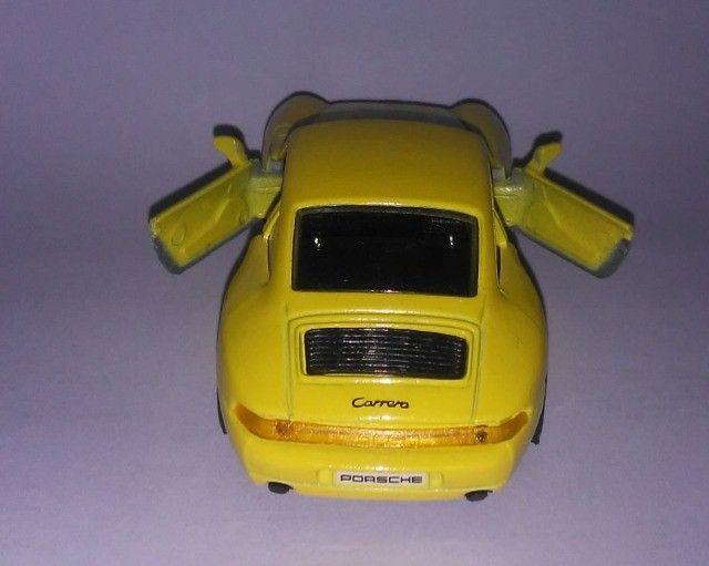 .'. Miniatura Porsche 911 Carrera - Maisto Escala 1:36 - Foto 3