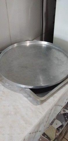 Dois tabuleiro grande bom prA quem trabalhA com pensão  nao cabe no meu forno
