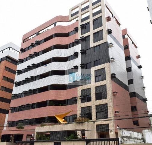 Apartamento à venda na segunda quadra da Praia na Ponta Verde, Maceió.