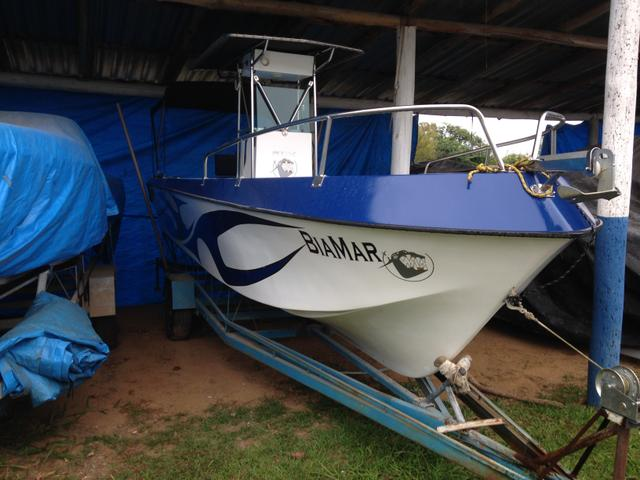 Lancha pescaria top (Casco +motor + reboque interno dentro da Marina)