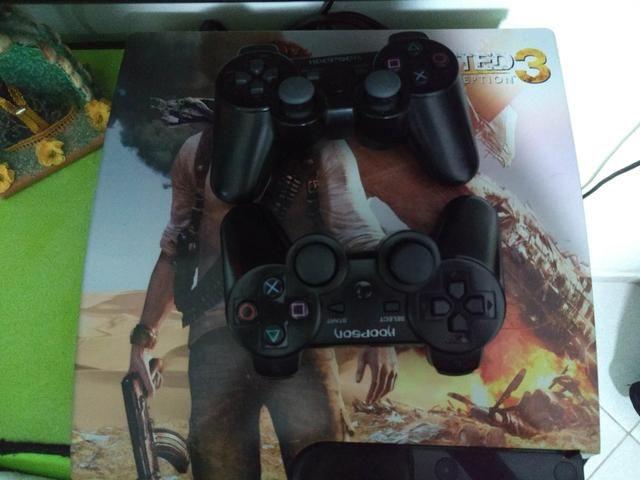 PS3 com 2 controles e 13 jogos - Foto 2