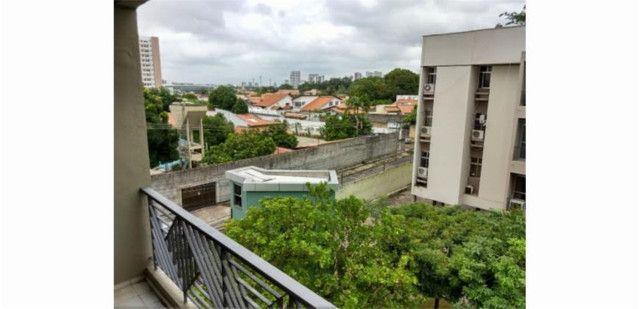 Apartamento Padrão na Zona Leste (2052 FL)