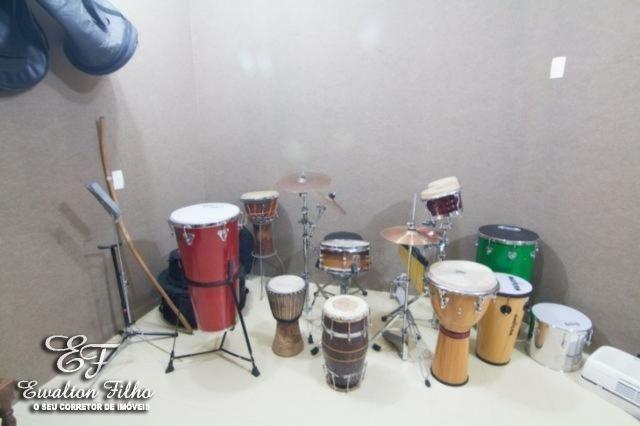 Casa Triplex 4 Quartos Sendo 1 Suíte Com Closet Gabinete Estúdio Musical e 5 Vagas - Foto 17