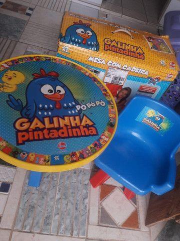 Mesa com Cadeira Lider Galinha Pintadinha - Foto 2