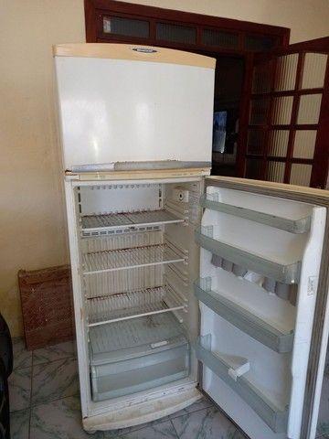 Geladeira Electrolux  Duplex gelo seco em ótimo estado  400 reais  - Foto 2