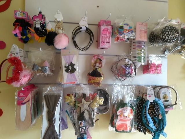 Vendo loja completa de bijuterias e acessórios femininos