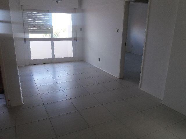 Apartamento amplo, central, Pça. Piratinino de Almeida, 14.Portaria 24hs, elevador