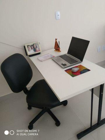 Kit mesa em MDF 120x60 e cadeira giratória por 379.