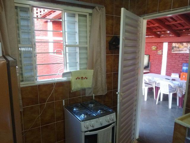 Chalé 2 dormitórios, churrasqueira, mobiliado - Foto 16