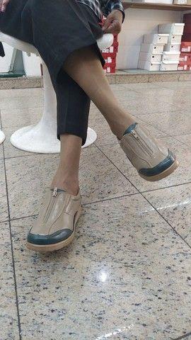 Lote com 340 pares de calçados com Funções Ortopédicas