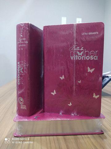 Bíblia da Mulher Vitoriosa. - Foto 4